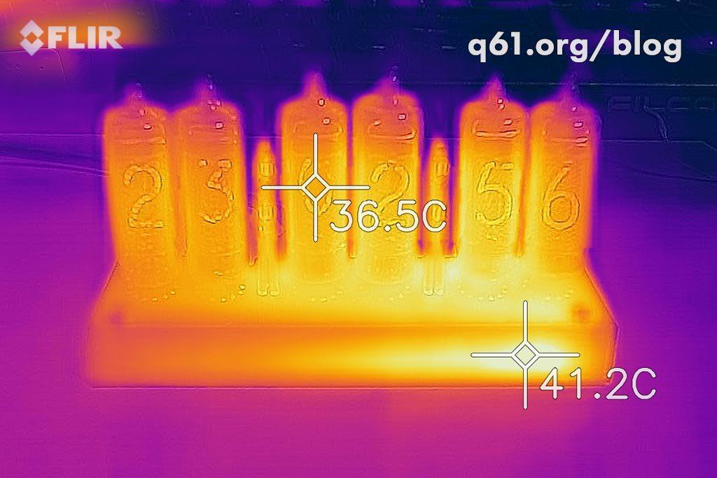 ニキシー管時計のサーモグラフィー画像。ニキシー管の温度は36.5℃。電源回路の温度は41.2℃。